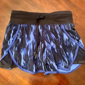 Lululemon Black / Blue Mesh Shorts Size 4